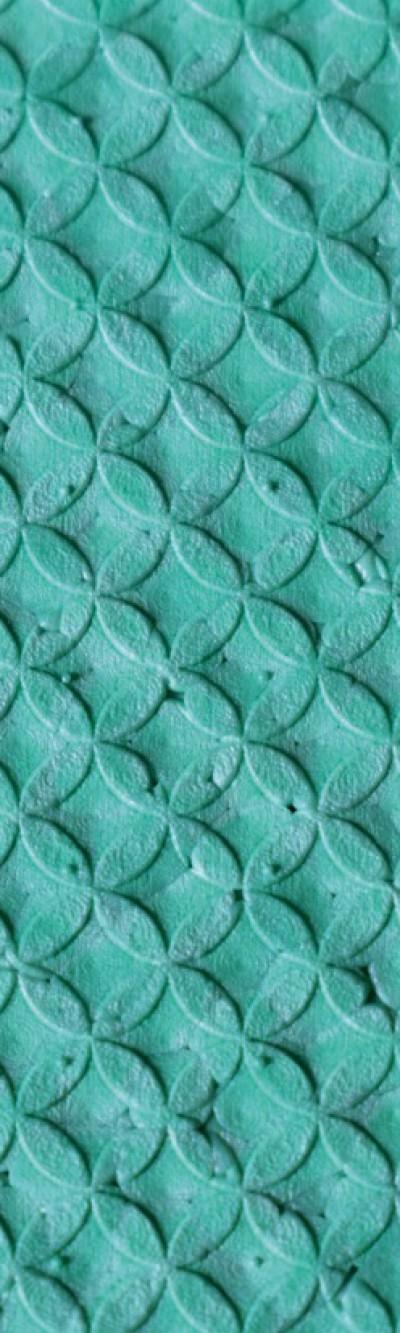 Nahaufnahme von türkisem EPP. Das Muster besteht aus Ellipsen, die zusammen kleine Kreise ergeben.